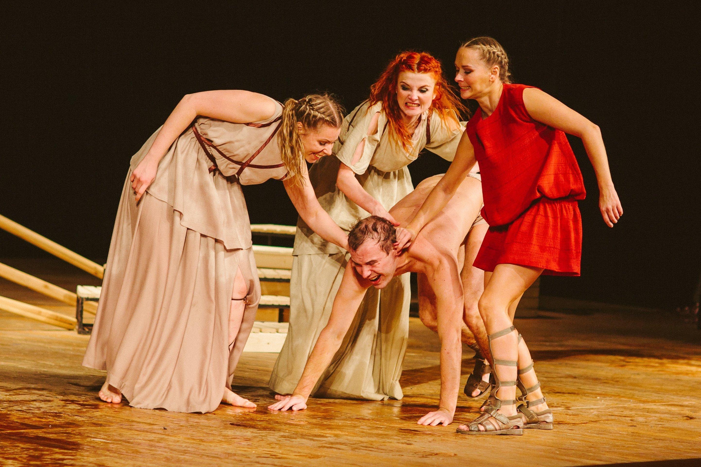 Театр с голыми актрисами, полная версия спектакля с голыми артистами на сцене 29 фотография