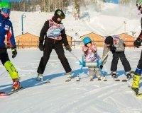 В «Солнечной долине» для «особенных» детей открылся лагерь «Лыжи мечты»