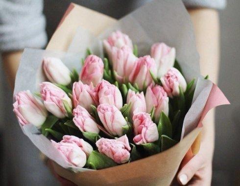 Форум как оформить букет бумагой тишью, заказать самый красивый букет на 8 марта фото