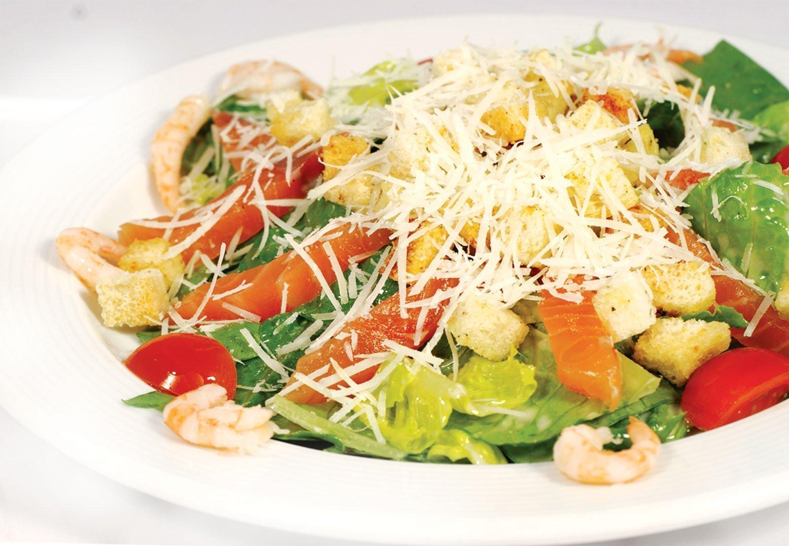 Салат цезарь с сёмгой в домашних условиях рецепт пошагово