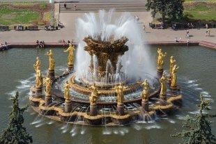 Где посидеть у фонтана