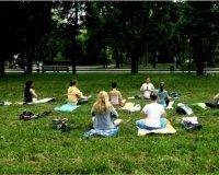 В Парке Горького и в Парке Урицкого стартуют занятия йогой