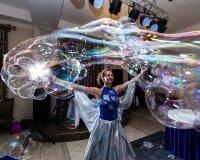 Тюменцам покажут шоу гигантских мыльных пузырей
