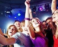 Тусовщики встретят лето в Rocketa club