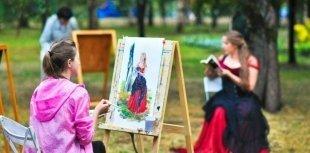 На Кремлевской набережной все лето будут проходить бесплатные уроки по рисованию