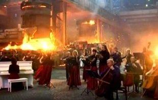 Видео дня: «Игра престолов» на металлургическом заводе в Мариуполе