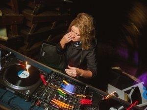 Лена Попова (СПб) в баре