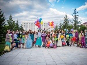 В Караганде прошел флешмоб женственности