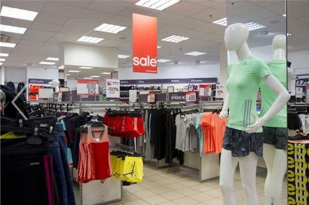 c3a6f991 В том же самом «ЦУМе» есть ещё один дисконт-центр, где представлена  спортивная одежда марок Adidas и Reebok. Тут все время проходят акции и  скидки.