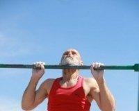 В турнире по подтягиванию «Турник в каждый двор» победил 62-летний красноярец