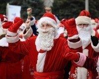В Театре драмы учат делать подснежники желающих попасть в колонну  Дедов Морозов 17 декабря