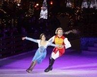 На площади Революции, можно посмотреть балет на льду.