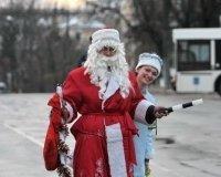 В новогодние праздники патрулировать дороги Тюмени будет Дед Мороз