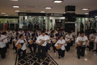 В Караганде 70 домбристов исполнили кюй Курмангазы
