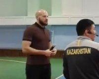 Студенты карагандинского университета получили мастер-класс от именитых боксеров