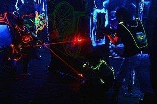 Laser Force открывает комнату страха и контактный зоопарк
