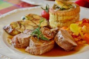 Вкусные новости февраля: новые бургеры, стейки за полцены, обеды за 80 руб. и еще 5 новостей
