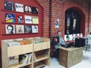 В Казани в «Смене» открылся магазин виниловых пластинок «Сияние»
