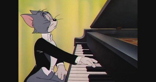 В Музее советского быта будут учить играть на фортепиано