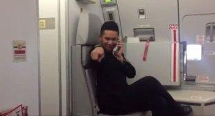 Видео дня: бортпроводник AirAsia переснял клип Toxic Бритни Спирс