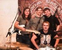 «Красный лёд» дают первый сольный концерт в пабе Harat's