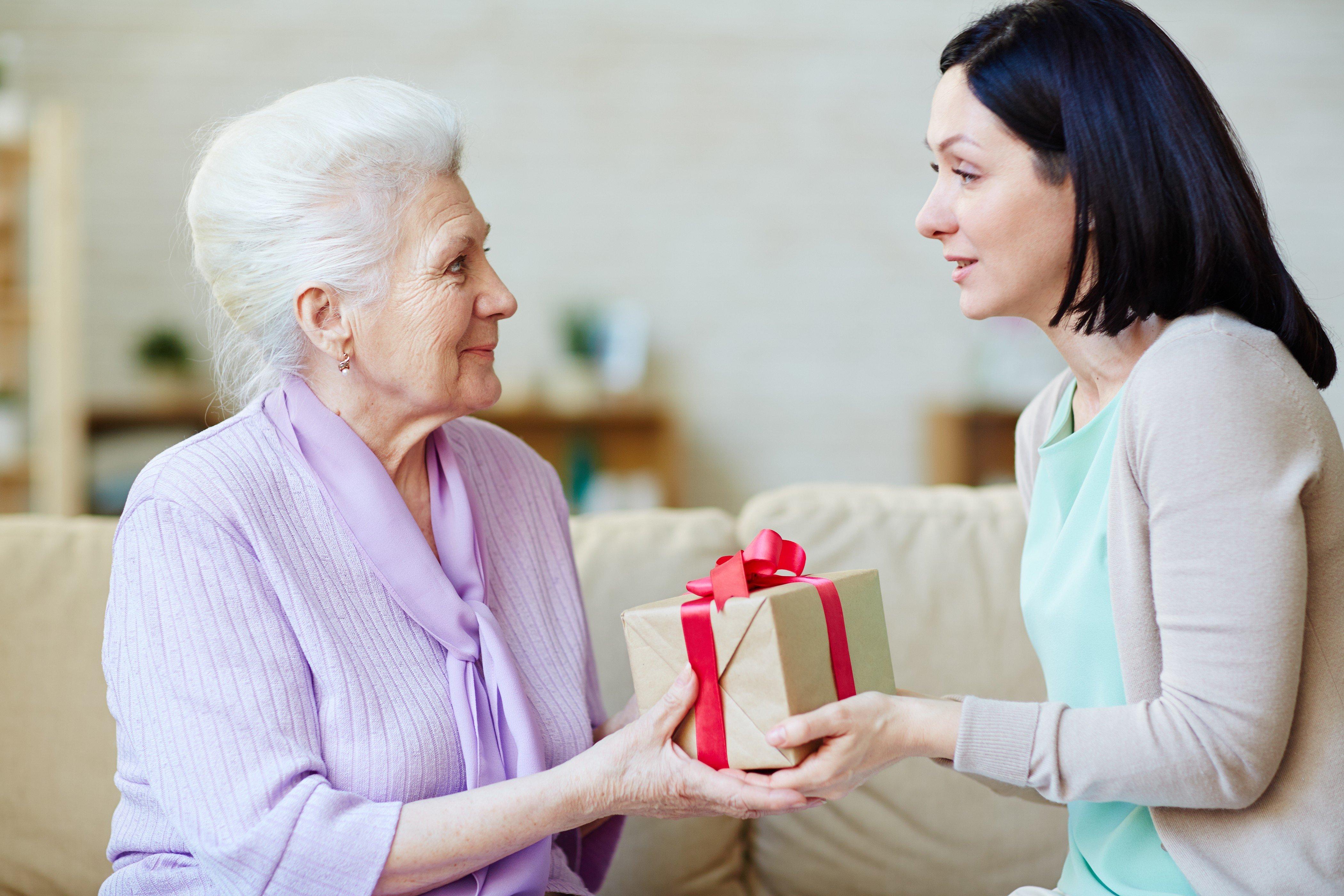 Подарок для пожилого человека