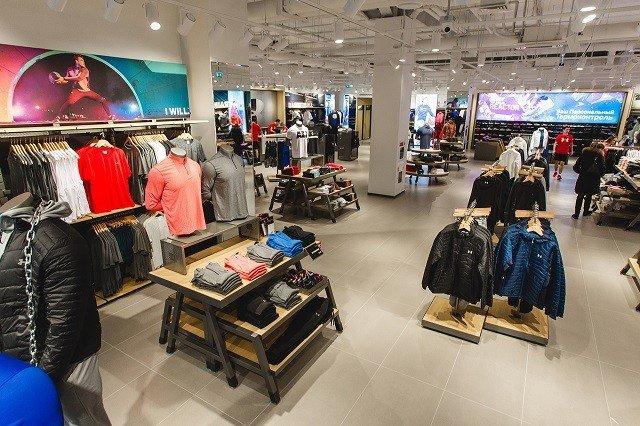 9a03deeab3af Under Armour, международный бренд спортивной одежды, совместно со своим  розничным партнером ООО «ВостокИнвест» открыл фирменный магазин в  Екатеринбурге, ...