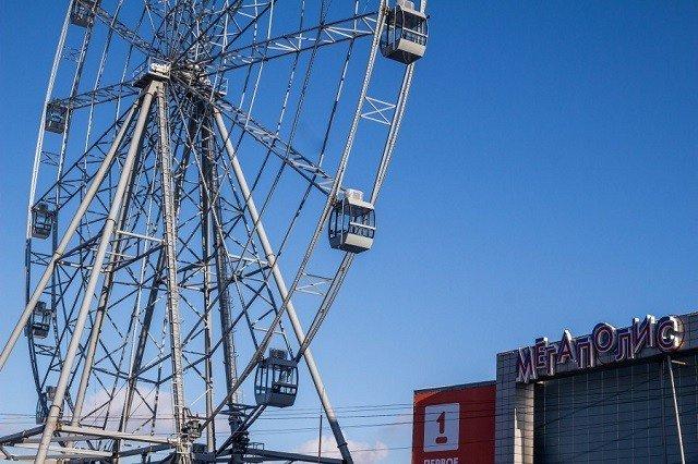Колесо обозрения в Челябинске рядом с КРК «Мегаполис»