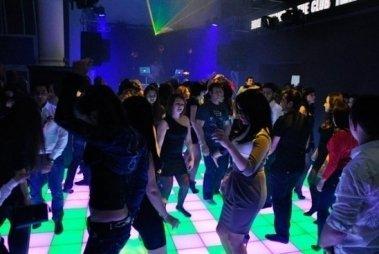 Ночной клуб айвенго ночной клуб в центре хабаровска