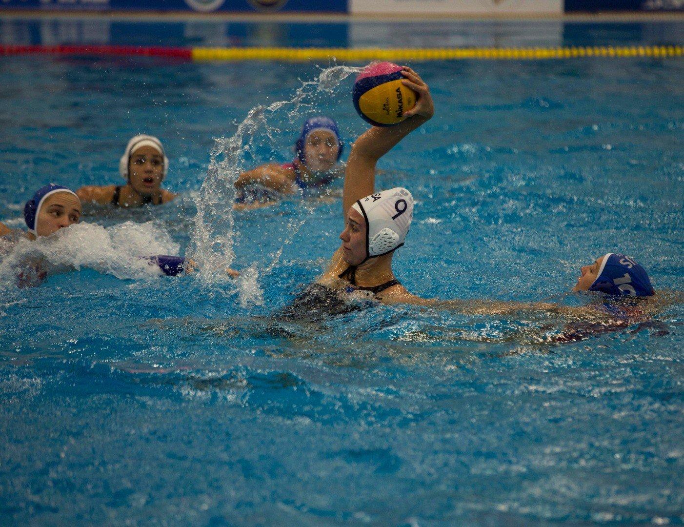 данный фотографии с соревнований по женскому водному поло что