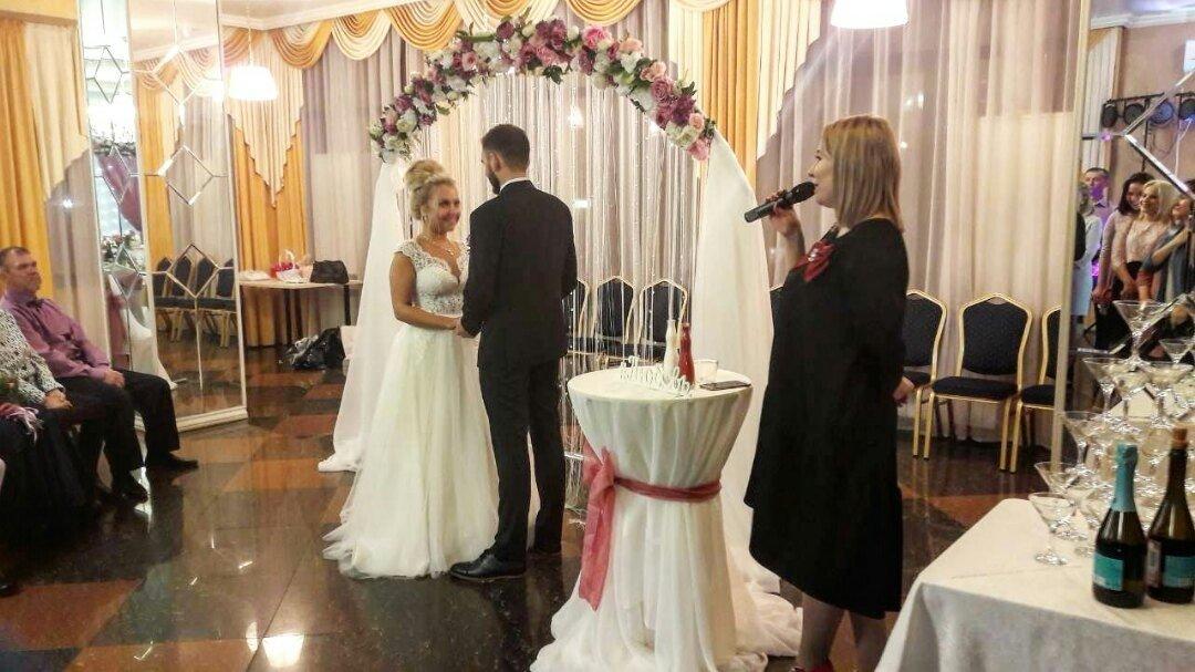 Больших подсмотрел за парочкой на свадьбе вызову