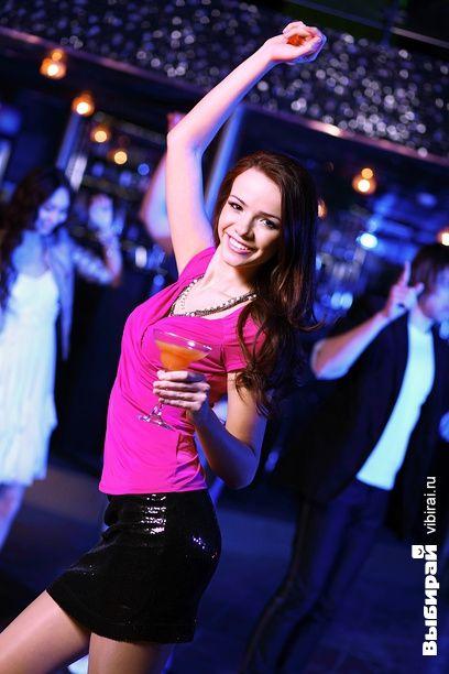 смотреть видео танцы девушек в ночном клубе