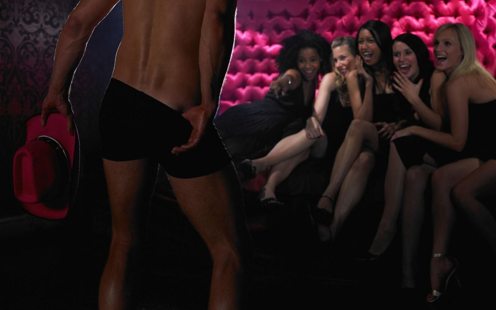 Party girls go crazy over male strippers and give out the blowjobs № 1022303  скачать