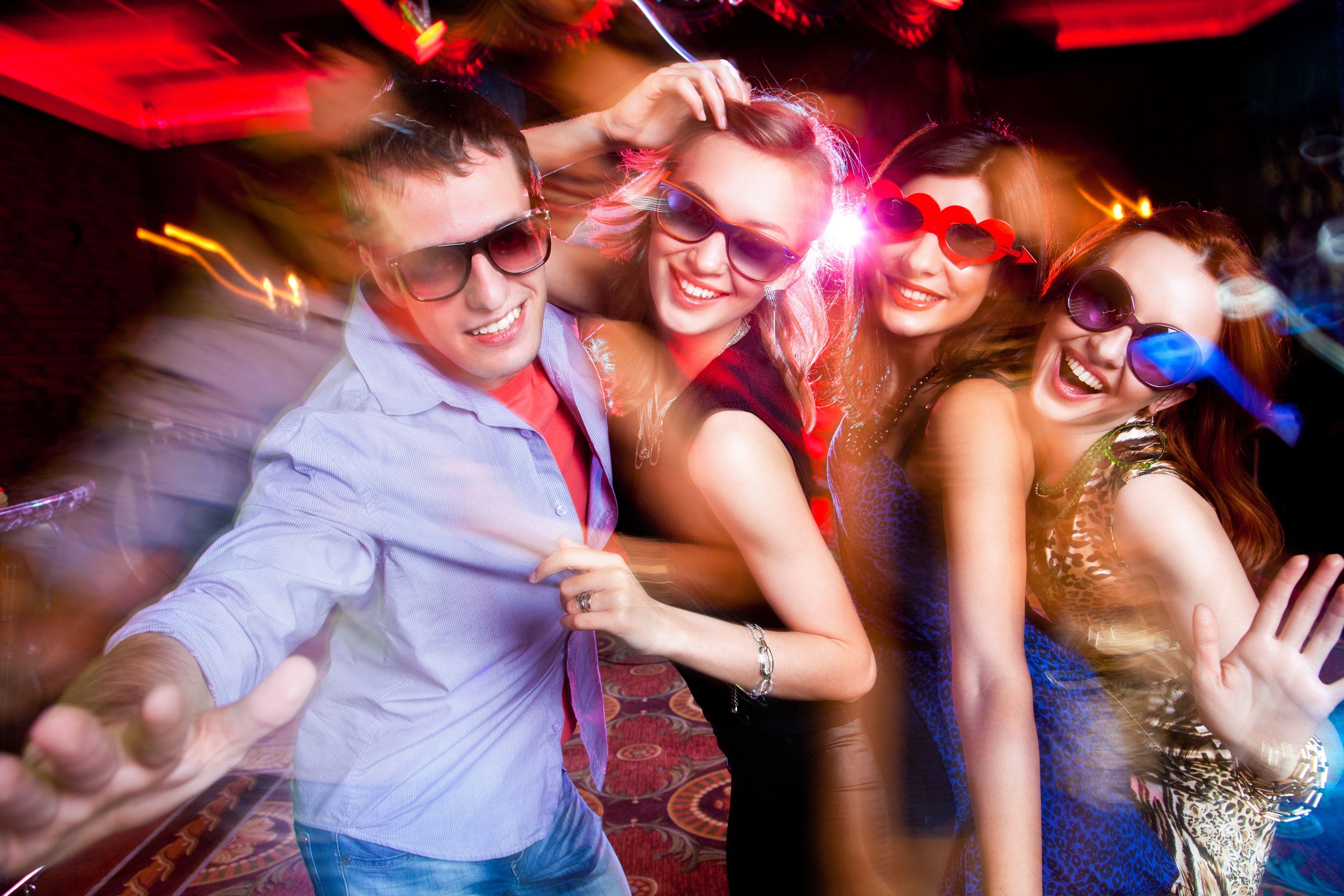 Развлечение женщин в ночных клубах 18 фотография