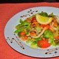 Салат из мидий, креветок, кальмаров с устричным соусом