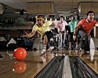 Коллеги по работе устроят соревнования в боулинге