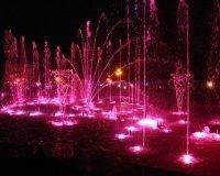 В Челябинске запустили поющий фонтан