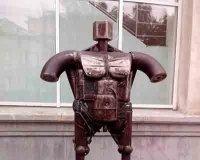 В Челябинск привезли странноватую скульптуру