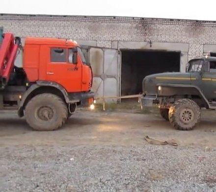Видео дня: битва грузовиков. «УРАЛ» против «Камаза»