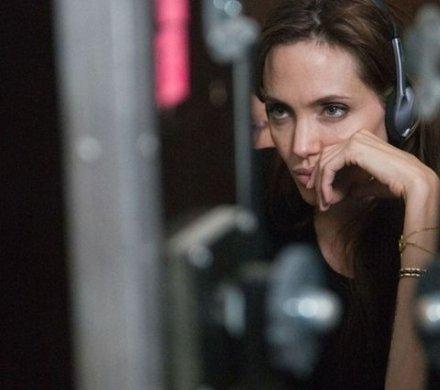 Военные драмы: «Ярость» с Бредом Питтом, режиссерские работы Джоли и Кроу и ремейк «Азори здесь тихие...»