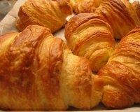 Во «Французском пекаре» предлагают выпечку со скидкой 50%