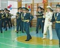 В Астане военные музыканты станцевали сиротам Gangnam Style