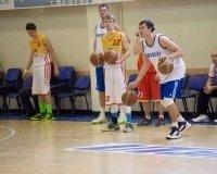 В Сургут с мастер-классом приехали известные баскетболисты – Алексей Саврасенко и Владимир Дячок