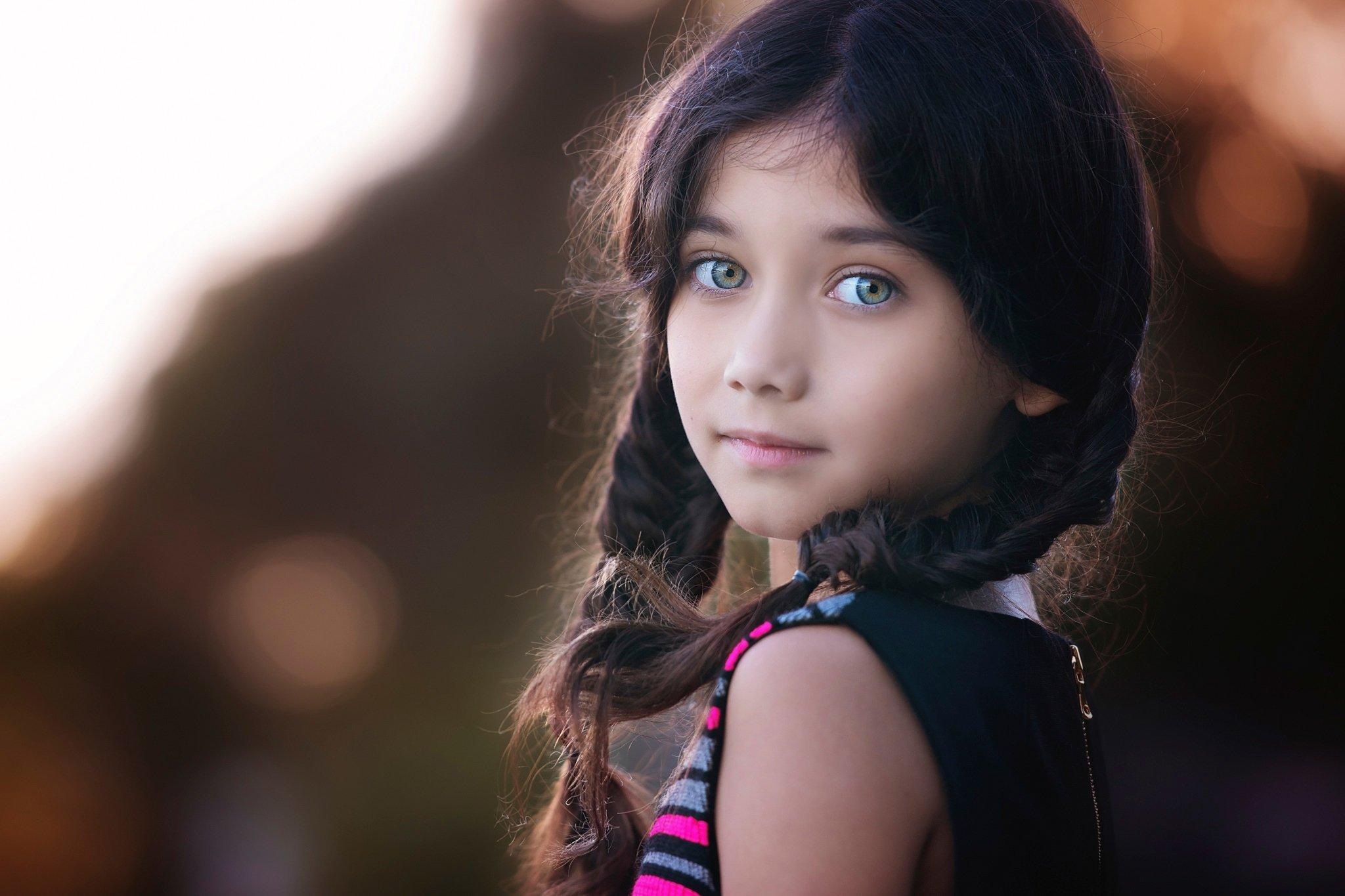 Девочка с косами без смс