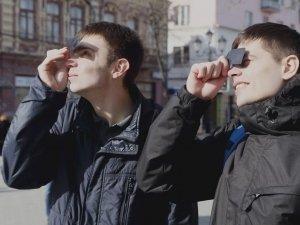 Как челябинцы смотрели на затмение солнца