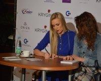 Мастер-класс от известного визажиста и бьюти-блогера - Елены Крыгиной прошел в Сургуте.