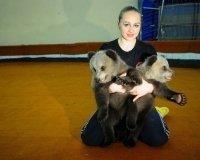 В Екатеринбургский цирк  охотники привезли двух  медвежат, которых нашли в тайге