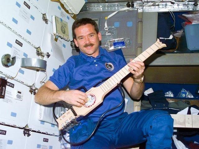 Астронавт выпустит песни, записанные вкосмосе