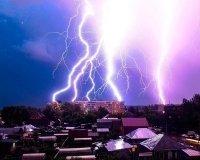 На Челябинск надвигается гроза с градом и сильным ветром