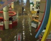 В Челябинске сильный дождь затопил некоторые улицы
